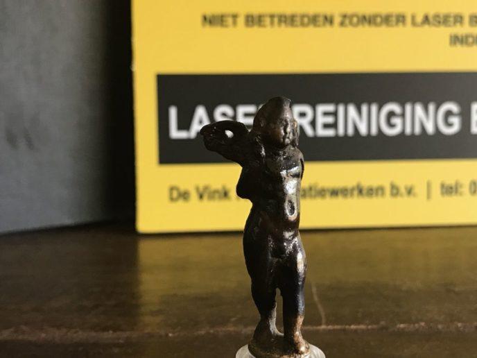 Conserverende laser reiniging van bronzen Eros beeld 1e eeuw na Chr.